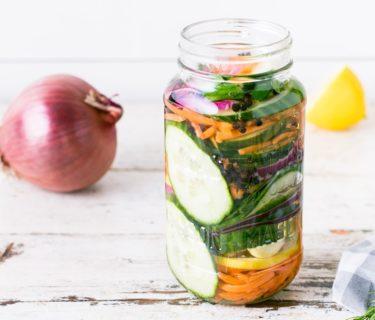 Bocaux de légumes fermentés